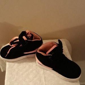 Like New Kids Black & Pink Fila High Top Gym Shoes